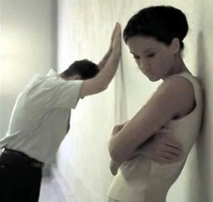 мужчина и женщина в раздумьях