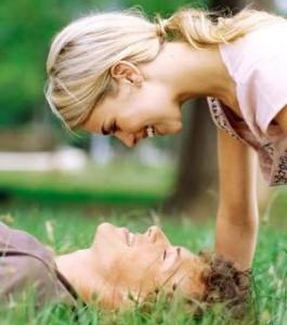 мужчина и женщина в траве